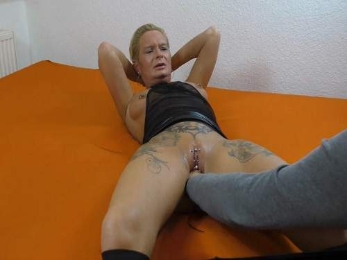 Threesome first anal