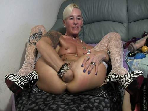 Horny german milf solo fisted pussy and anal homemade - pussy fisting, amateur