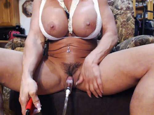 Busty amarican milf musclemama4u big clit pump herself - busty mature, clit pump