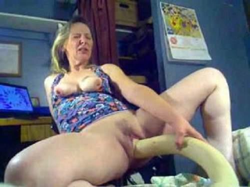 Hot webcam granny with saggy tits monster dildo pussy - colossal dildo, closeup