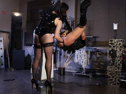 Cute mistress Bella Lugosi fisting and strapon domination to slave male - strap on, anal fisting