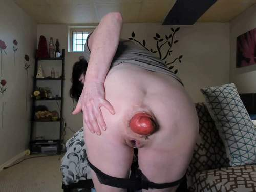 Amateur SCAT MILF stretching her awesome size prolapse anal - scat fisting, smearing scat