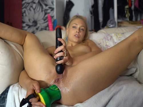 Teen girls huge gape porn pics