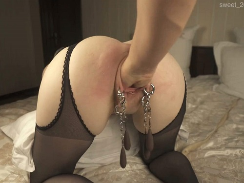 Big labia girl Sweet_2002 spanking and rough fisting sex vaginal - pussy piercing, amateur fisting
