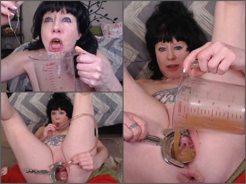 Tattooed MILF drink her puke from huge pussy during speculum examination - speculum examination, deep throat
